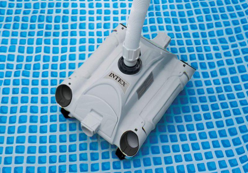 Robot piscine Intex 28001 dans une piscine