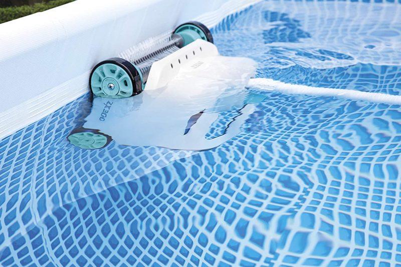 Robot piscine Intex ZX300 dans l'eau